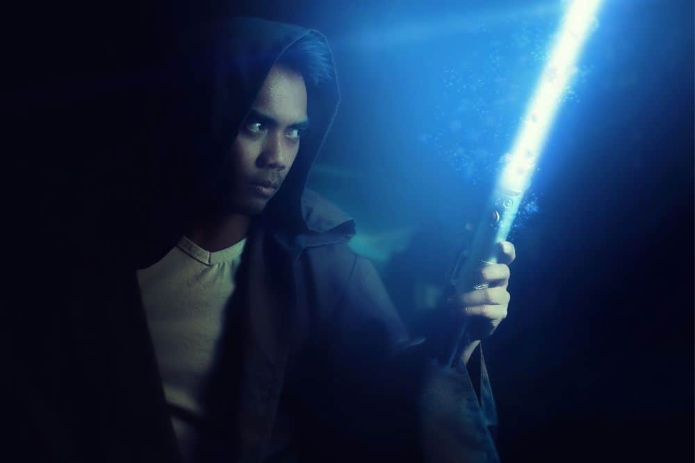how are you supposed to hold a lightsaber